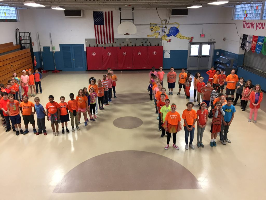 Lyseth Students Forming a U and D for Unity Day